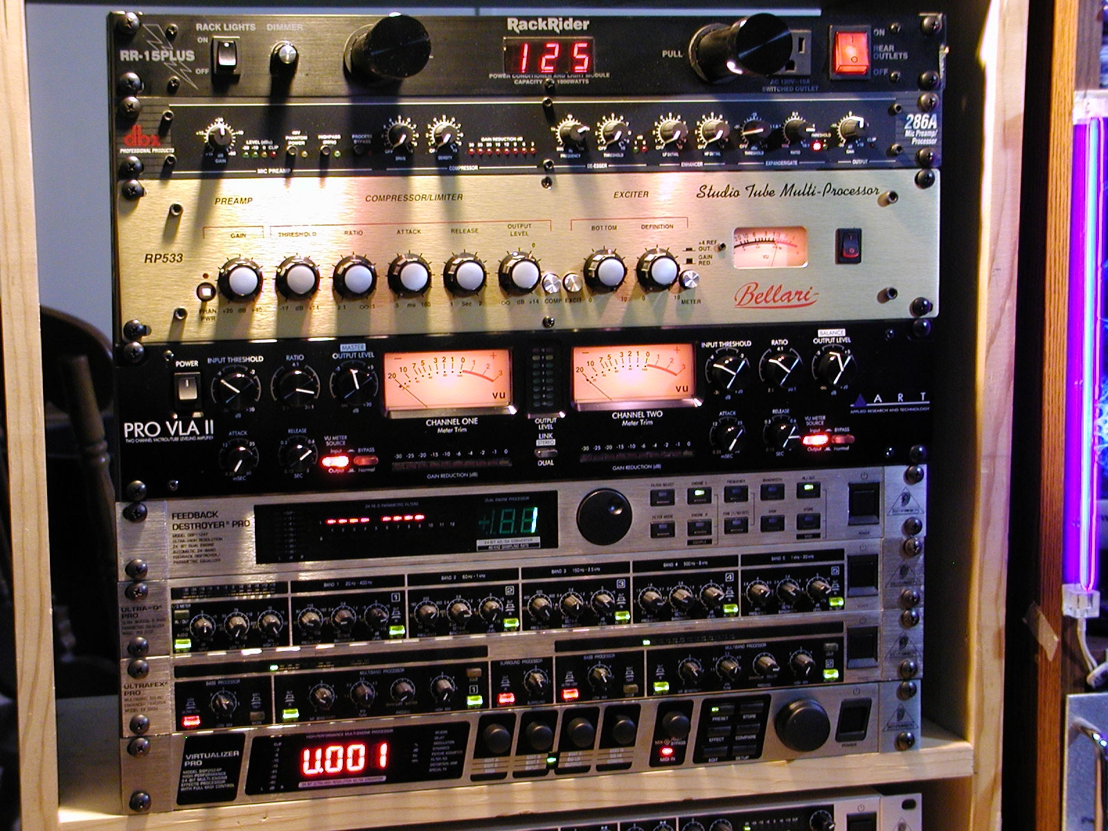 The W5UDX Voodoo Audio Rack with the Bellari RP533!
